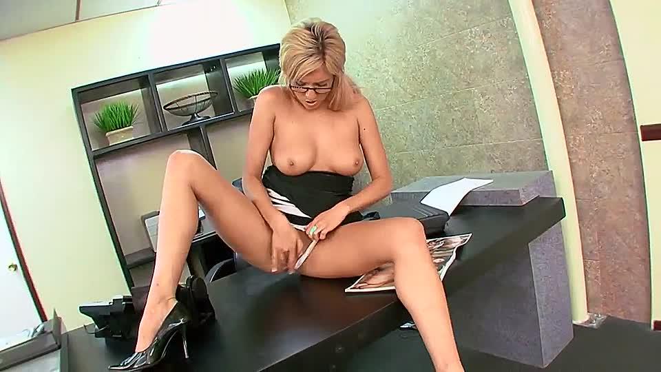 секретарша дрочит пизду даже его могу